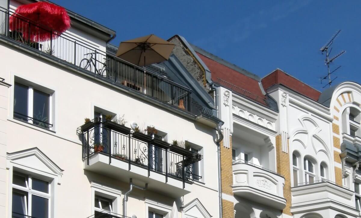 Hausfassade Algenbefall
